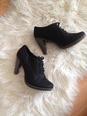 Schöne schwarze Ankleboots