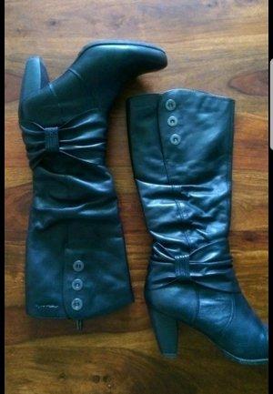 Schöne schwarze bequeme Stiefel von Tamaris mit Schleife