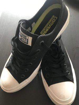 schöne schwarze Converse