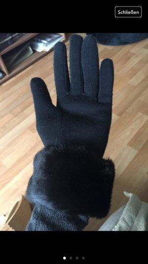 Schoene schwarze Handschuhe mit fell
