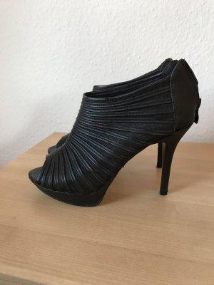 Schöne schwarze High Heels