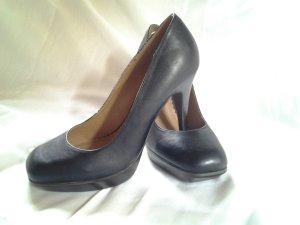Schöne schwarze high heels von Akira