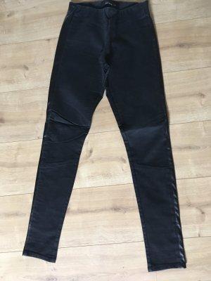 Schöne schwarze Hose