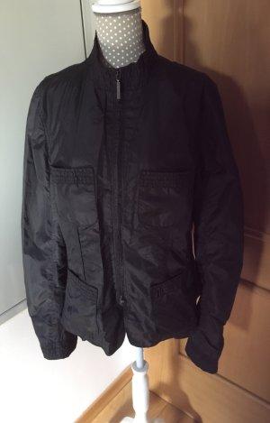 Schöne schwarze Jacke von STEFFEN SCHRAUT