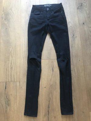 Schöne schwarze Jeans mit kneecut von ONLY