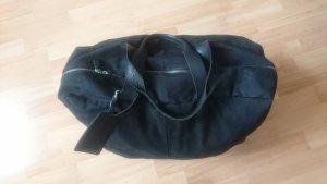 Schöne, schwarze Reisetasche