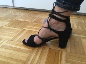 Schöne schwarze Sandaletten zum binden, Größe 39