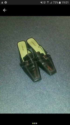 Schöne schwarze Schuhe