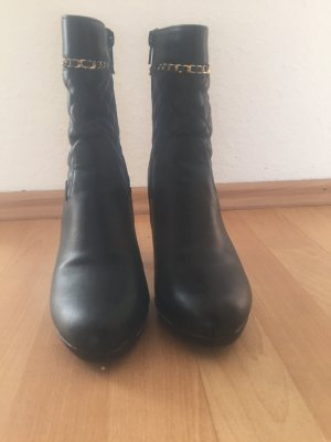 Schöne schwarze Stiefel