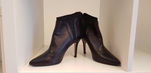 Vero Cuoio Peep Toe Booties black leather