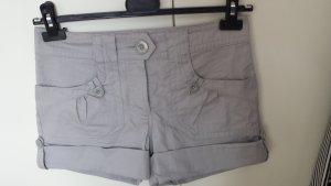 Schöne Shorts grau neuwertig 36