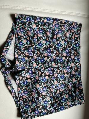 Schöne Shorts mit Blümchendruck