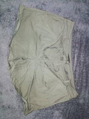 Schöne Shorts von Atmosphere in khaki Gr. 42