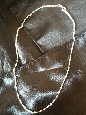 Schöne Silberkette mit feinem Muster