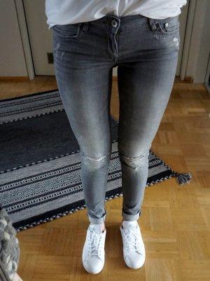 Schöne skinny trashed Jeans von H&M