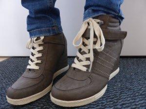 schöne Sneakers mit Absatz