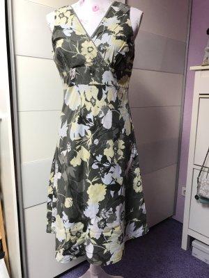 Schöne Sommer Kleid von Steve Gr 38
