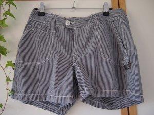 schöne, sommerlich gestreifte Shorts von L.O.G.G.