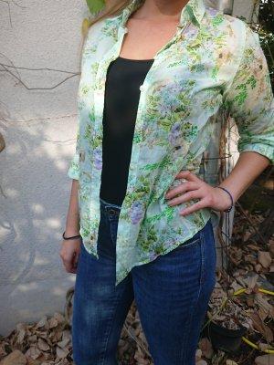 Schöne sommerliche Bluse