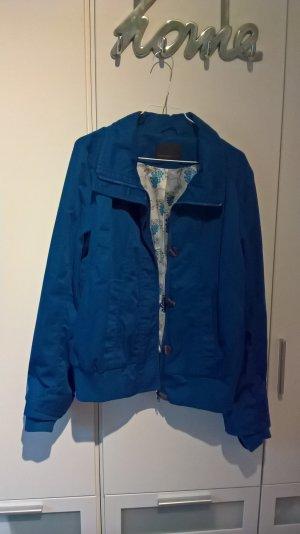 Schöne sportliche Jacke in königsblau