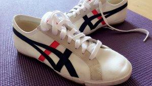 Schöne sportliche Schuhe