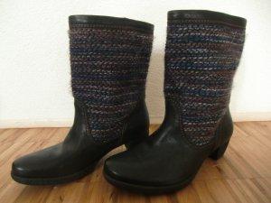 Schöne Stiefel mit Strick - NEU