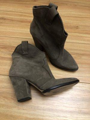 Zara Woman Western Booties grey brown suede