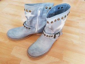 Schöne Stiefeletten Gr. 40 in jeansblau, mit Nieten & Schnalle