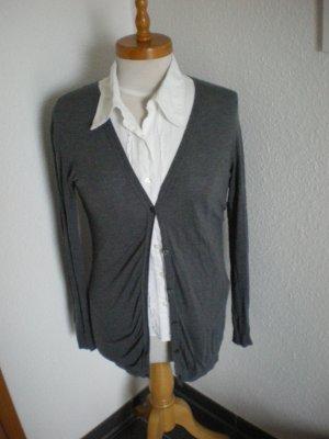 Schöne Strickjacke von Sisley in grau in der Gr. 36 *****