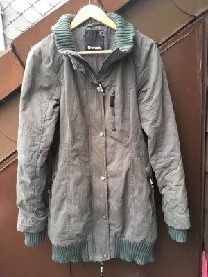 Schöne taillierte Bench-Jacke in graugrün, Gr. L