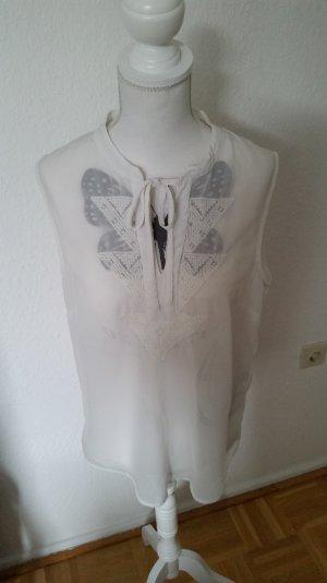 Schöne, transparente Vero Moda Bluse mit Ethno-Print am Ausschnitt