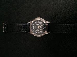 schöne Uhr von Mangan