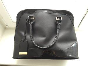 Schöne und praktische schwarze Tasche