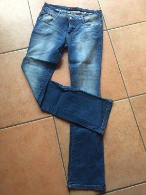 schöne ungetragene Jeans