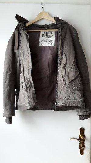 Schöne warme Jacke olivgrün von Zapata