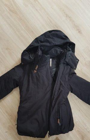 Schöne warme Winterjacke in schwarz NEU