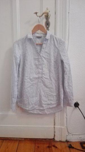 schöne, weiche Bluse mit leichten weißen Punkten