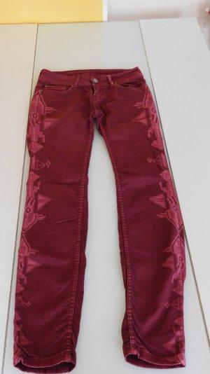 schöne Weinrote Jeans mit seitlichem Azteken Muster