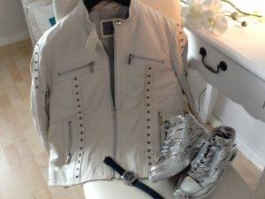 Schöne weiße Echtlederjacke mit Nieten von der Marke Montego