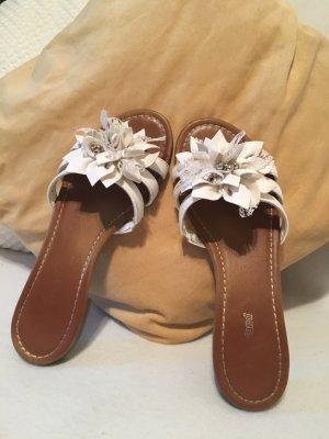 Schöne weiße Sandale