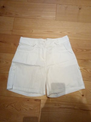 Schöne weiße Shorts in gutem Zustand