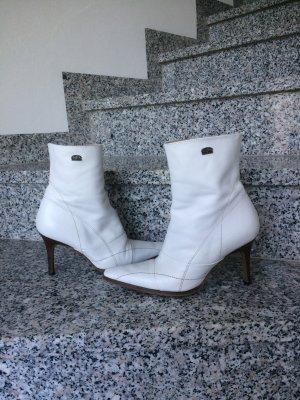 Schöne weiße Stiefelette von der Marke Buffalo
