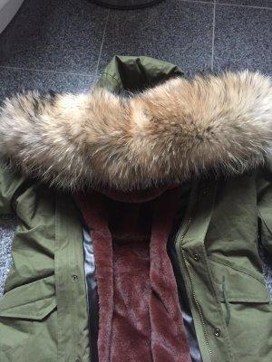 Schöne Winterjacke mit Pelz