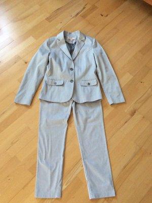 Schöner Anzug von She, Gr. 36