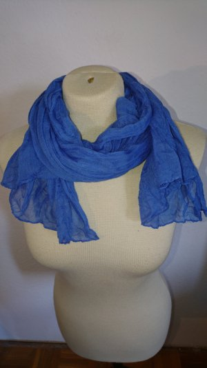 Schöner blauer Schal