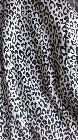 Schöner Blazer im angesagten Animal-Print von Pull & Bear