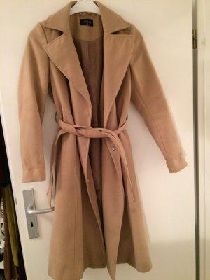 Schöner brauner Mantel