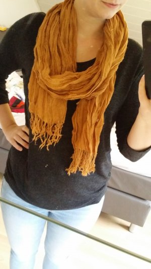 Schöner brauner Schal