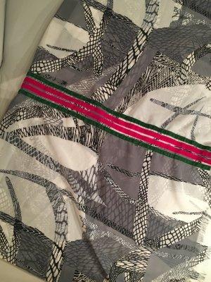 Schöner breiter Schlauchschal mit aufgenähten Streifen, NEU und ungetragen