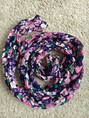 Schöner bunter Schal